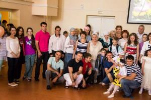1 июня 2014г. в Международный день защиты детей волонтеры фонда «Садака и закят» побывали с поздравлениями в Максимовском детском доме «Родник».