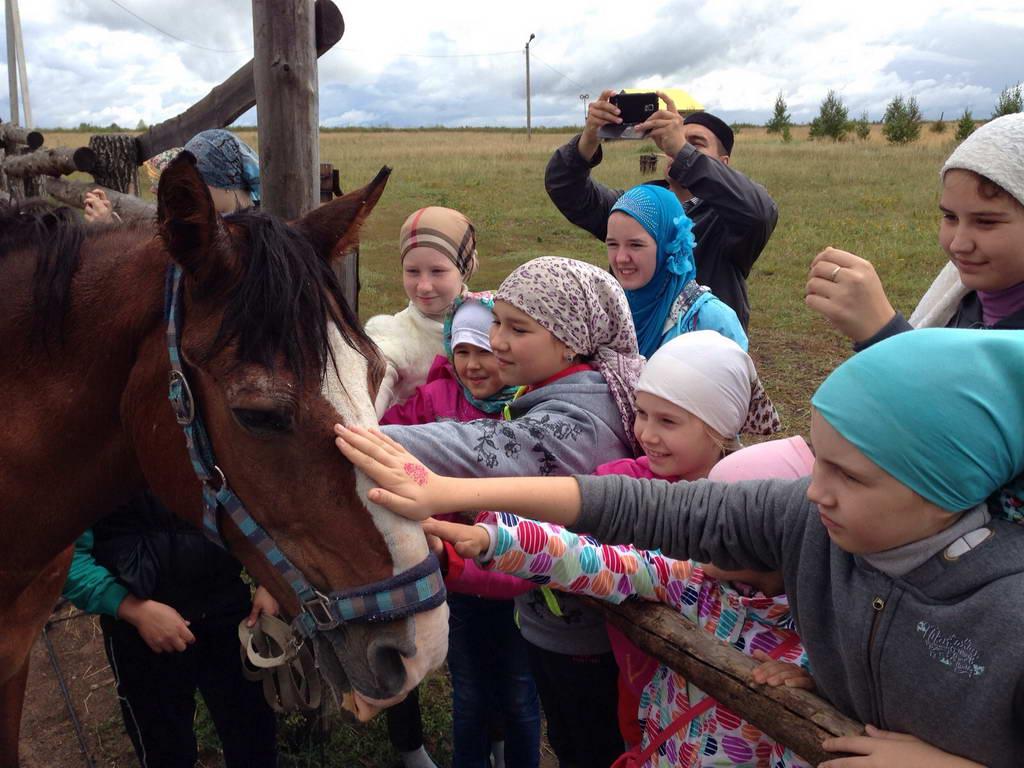 Посещение Центра иппотерапии «Лучик» детьми из летнего лагеря медресе «Биляр»
