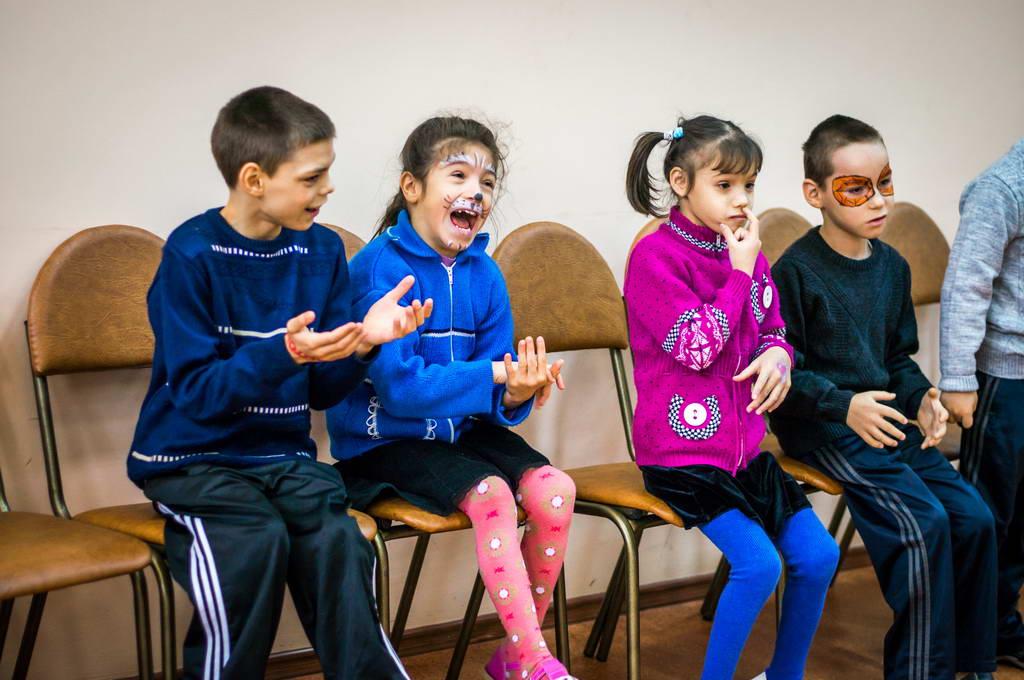 Должны смеяться дети и в мирном мире жить!
