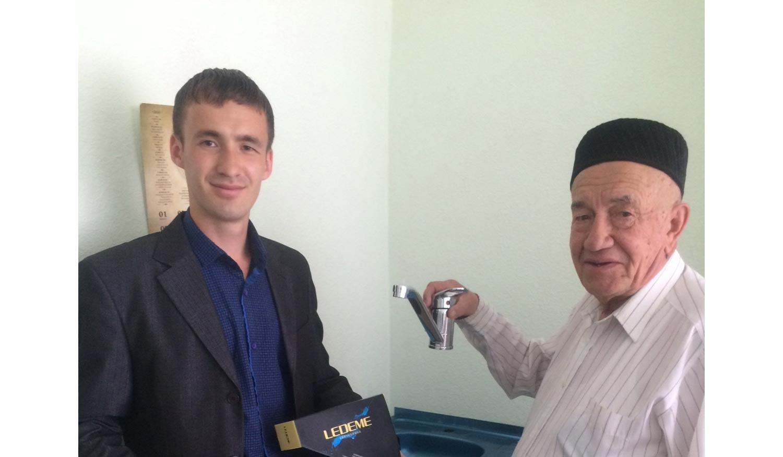 Молельная комната получила в подарок фурнитуру для раковин