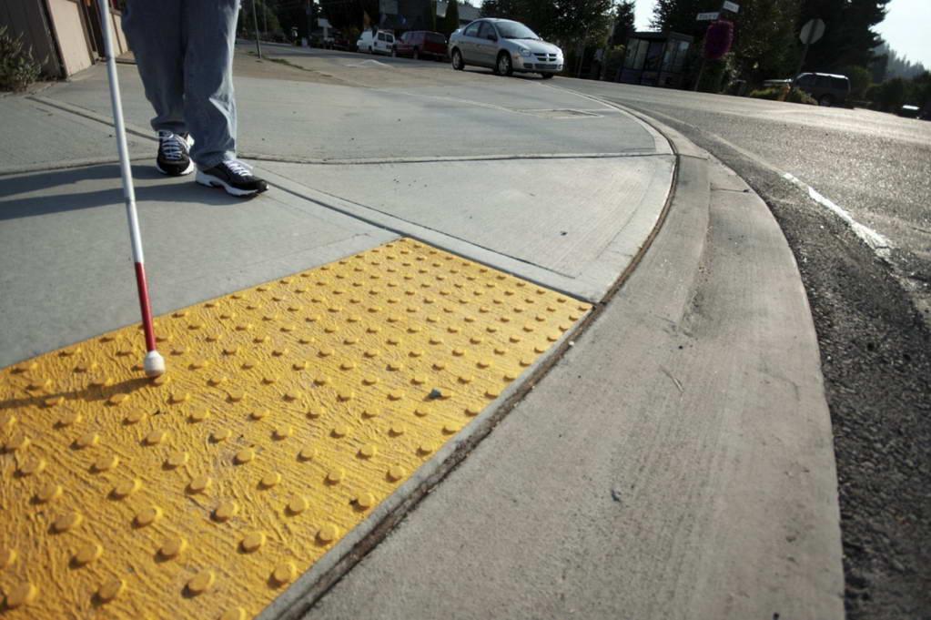 Проект по оборудованию тактильной плиткой подходов к пешеходным переходам в центре Ульяновска