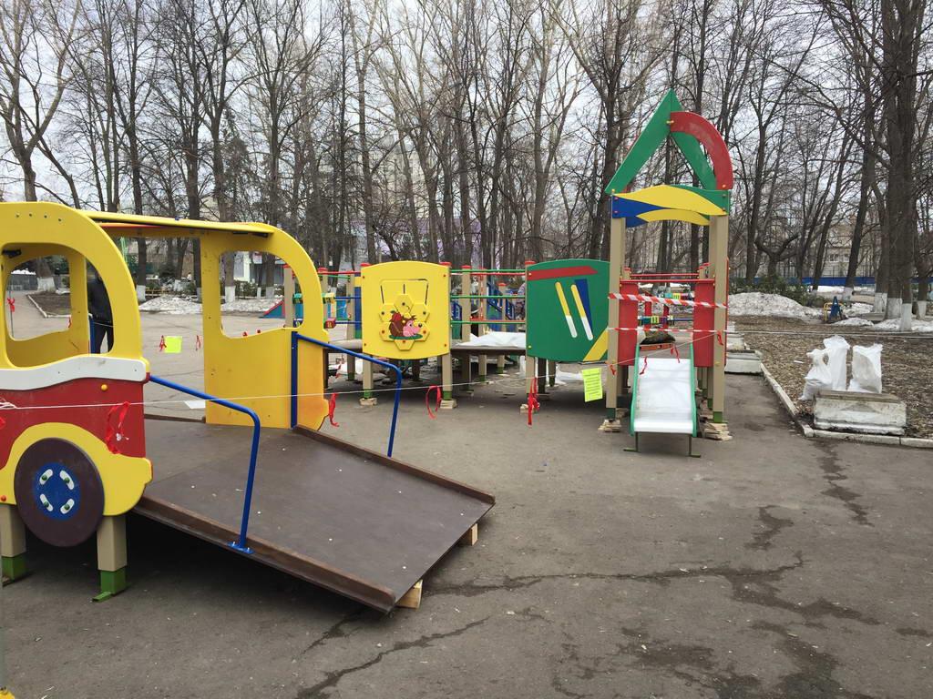 Начались работы по монтажу оборудования для игровой площадки
