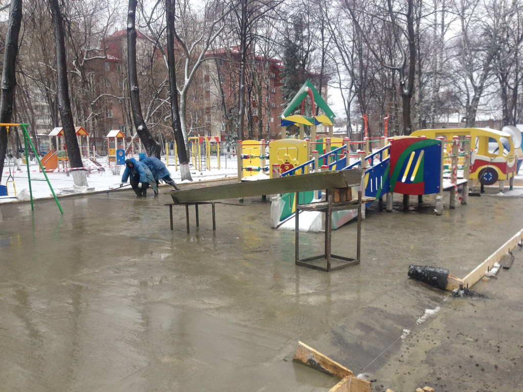 Проведены работы по заливке бетоном места под игровую площадку